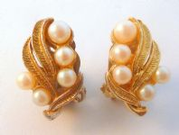 Vintage Faux Pearl Climbing Leaf Floral Design Clip On Earrings.